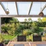 Een carport in de tuin